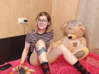 sapphirealice broadcast cum shows featuring this hottie shamelessly getting an incredible orgasm