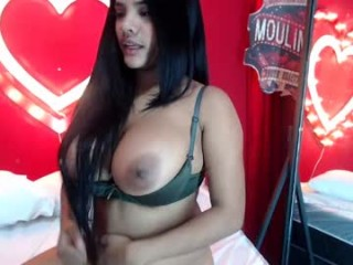 carolinalovehot has an incredibly sexy, positively divine curvy body and sexy tattoos all over her body