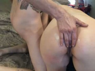 honeyandthebear18 fucks her insatiable, lusty and tight holes with a dildo to get an earth-shattering orgasm