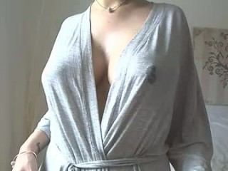kariannxoxo has an incredible set of big tits that looks amazing and a pussy that's constantly wet