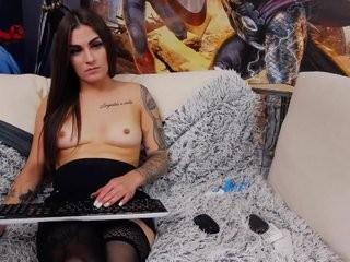 riaquinn  webcam sex