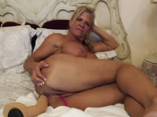 musclemama4u has an ohmibod that lets you control her orgasms while she's shamelessly masturbating