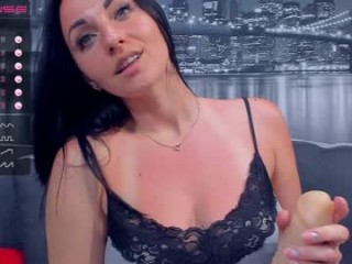 stunning_lily has an ohmibod and several other toys that she constantly uses to get off for you