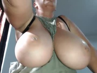hot_bounce_boobs broadcast squirting performances with quivering pussy and earth-shattering orgasms