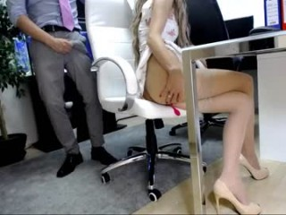 emmas_long_legs has long, shapely legs that go on for days and sexy, perfect feet with amazing toes