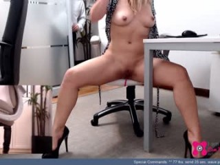 _ssshannahot_ has an amazing set of big tits and her awesome ass looks amazing and fuckable