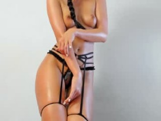 natalie_shakgough broadcast cum shows featuring this hottie shamelessly getting an incredible orgasm