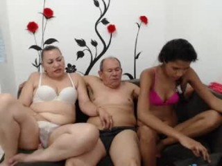 pattyhot1990 broadcast private adult XXX sessions that always feature an amazing blowjob