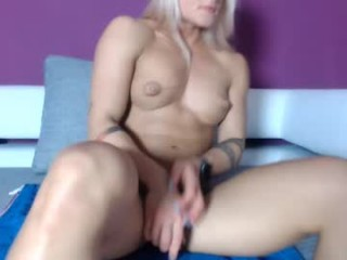squirting_lea has a sexy pussy that is constantly wet, that is constantly looking for sexual attention and pleasure