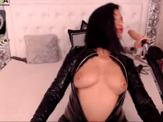 kinkyxmilf broadcast squirting sessions with a heavy degree of amazingly hot anal paly
