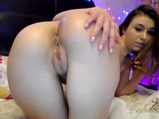 lena___ fucks her holes with several toys, sometimes she fucks them with different toys, all at once