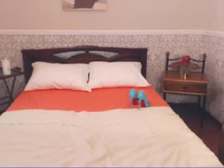 cotton_candyy broadcast striptease performances with an amazing degree subtlety, seduction and passion